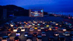 吹田市万博、車で映画